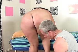 Fat Honey Calista Roxxx Gets a Massage together with a Dildo Up Her Cunt