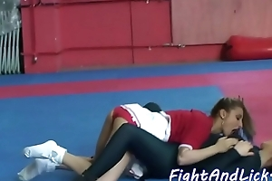 Cheerleading les pussylicking wrestling babe