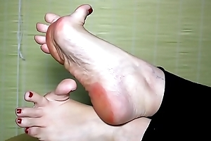 Beautiful Arian White pink soles and toes width