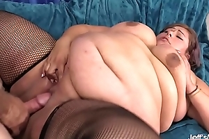 Sexy fat girl Veruca Darling showing off and taking cock